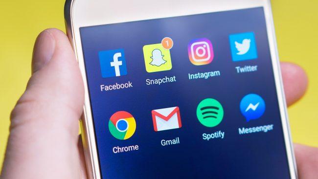 Movil con redes sociales